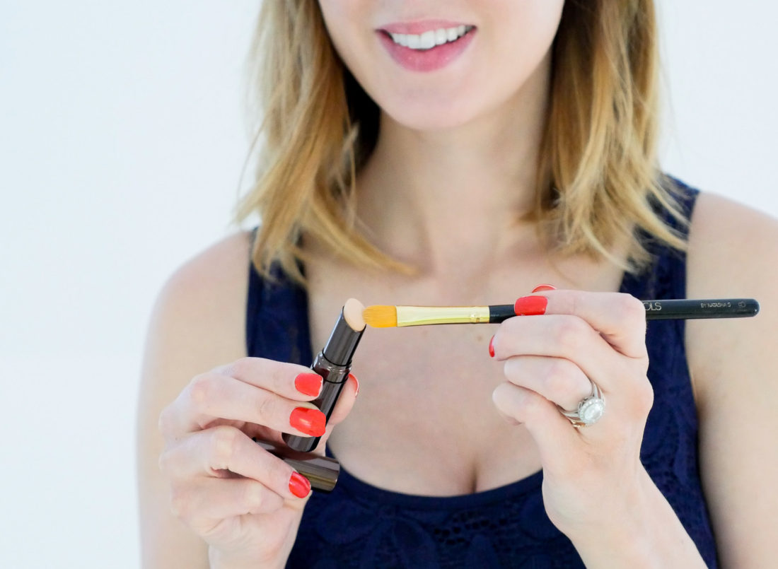 Eva Amurri Martino of Happily Eva After blog applying Hourglass concealer with a concealer brush