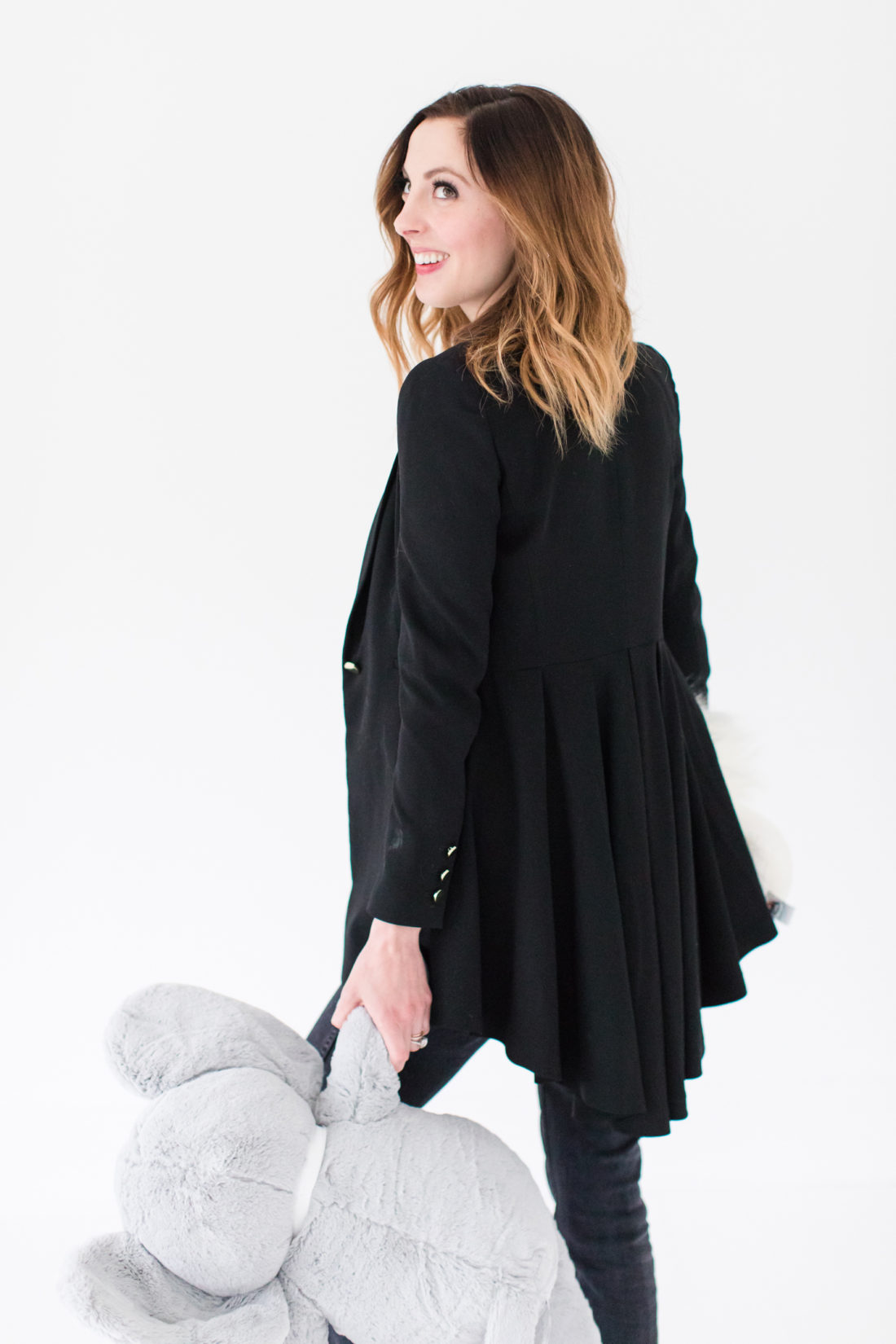 Eva Amurri Martino shows off the back of her black Alice and Olivia blazer