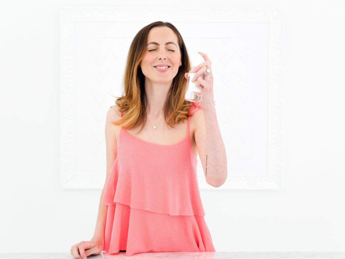 Eva Amurri Martino spritzes her skin with Herbivore hydrating facial mist