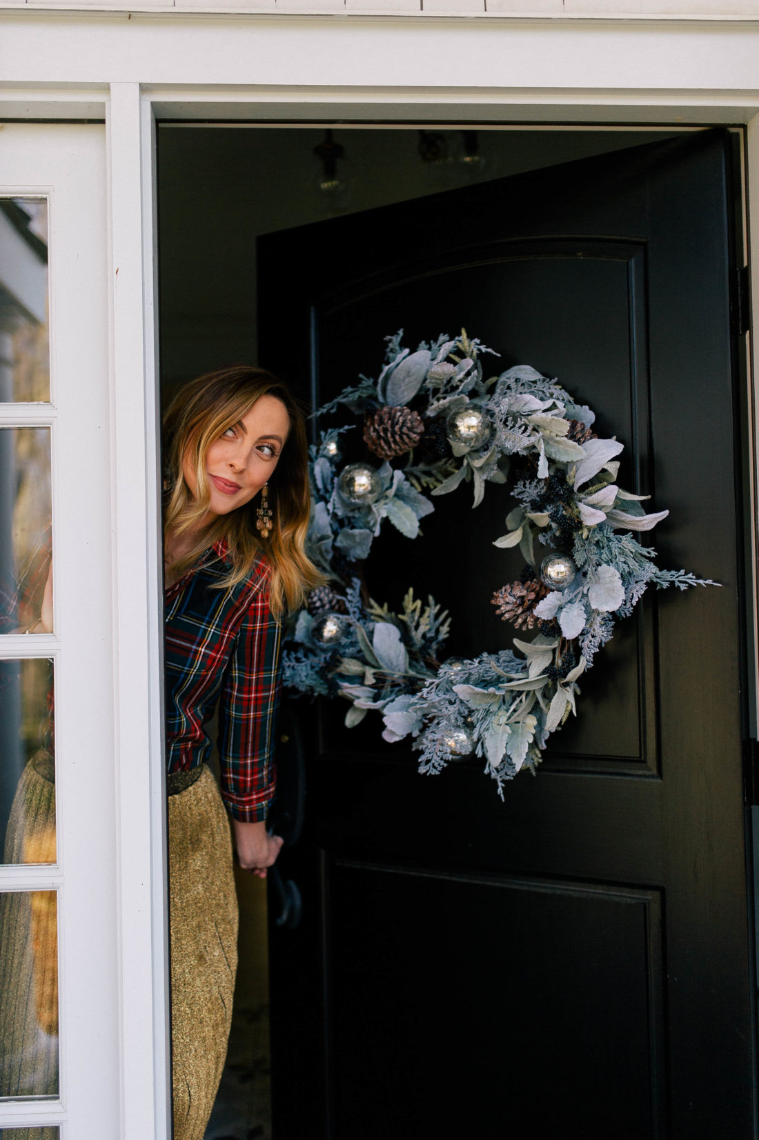 Eva Amurri Martino Ks Out Behind Her Front Door Which Is Adorned With A Blue And