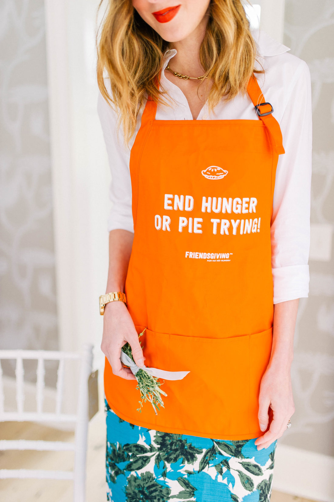 "Eva Amurri Martino wears an ""end hunger or pie trying"" No Kid Hungry apron for Friendsgiving at her Connecticut home"