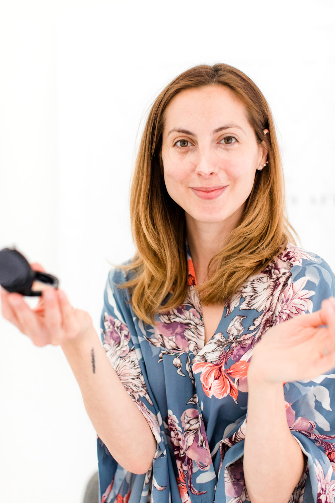 Eva Amurri Martino applies concealer as part of her photo shoot makeup tutorial