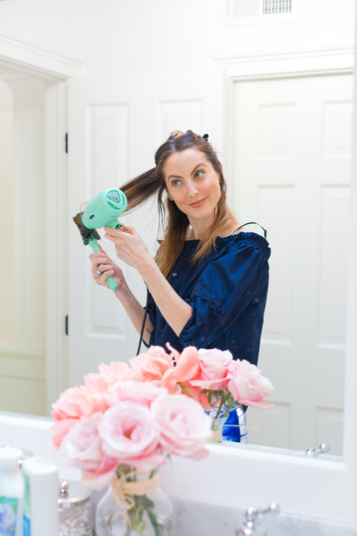 Eva Amurri Martino begins to blow out her hair