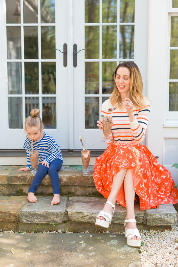 Eva Amurri Martino enjoys smores sundaes with her kids on the steps of her Connecticut home
