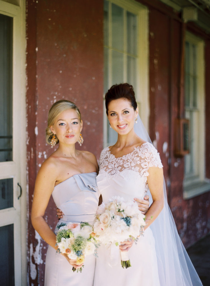 Eva Amurri Martino poses with her bridesmaid, wearing a lilac grey dress