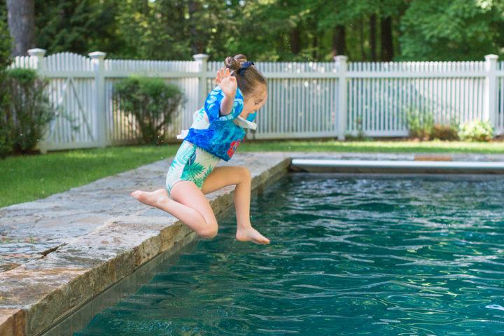 Eva Amurri Martino's daughter Marlowe leaps into the pool with floaties
