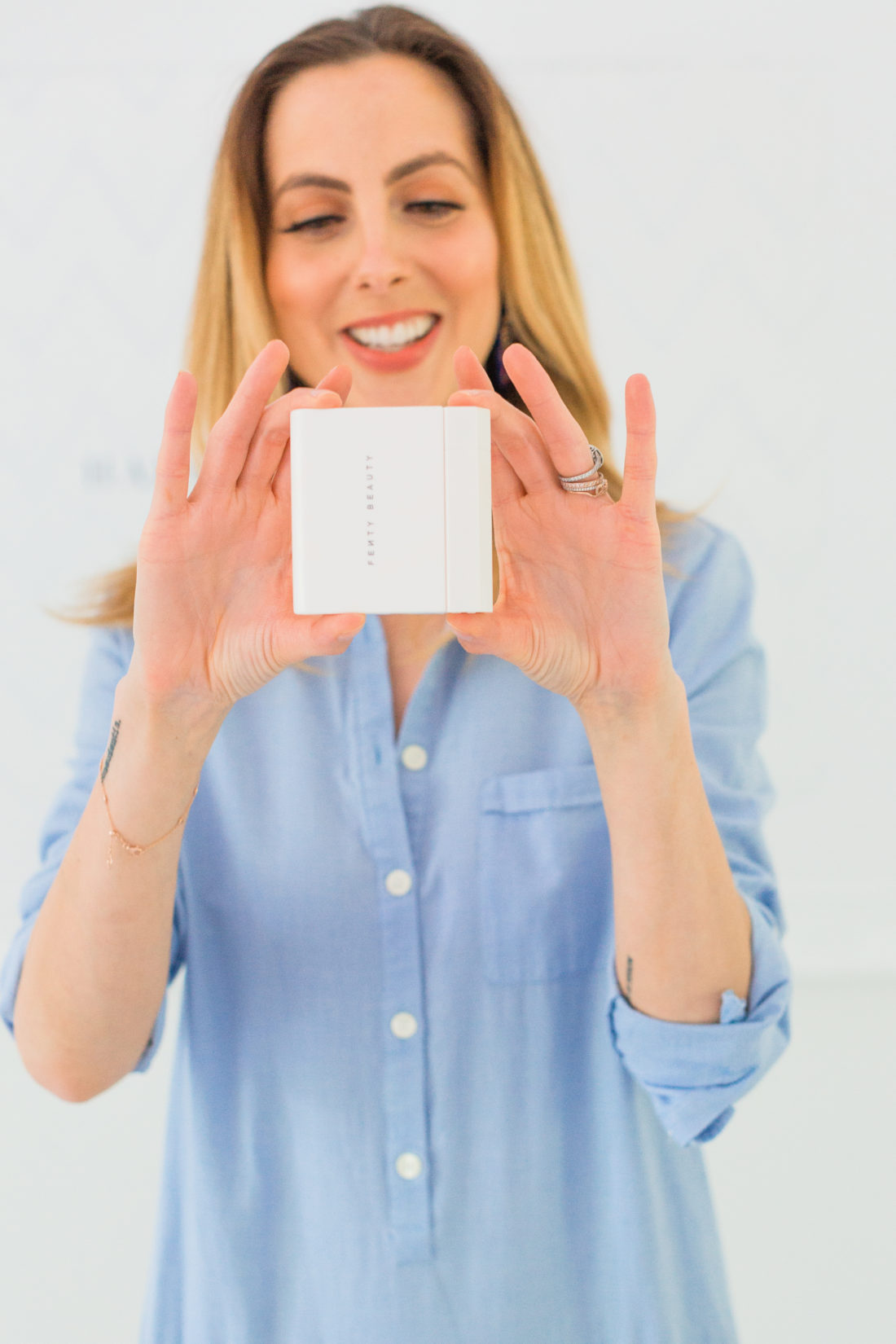 Eva Amurri Martino shows how her blotting powder case and brush case detach from one another