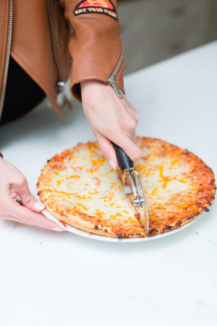 Eva Amurri Martino cuts up pizza for her family's pizza night