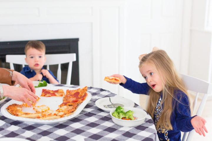 Eva Amurri Martino's kiddos enjoy pizza for dinner