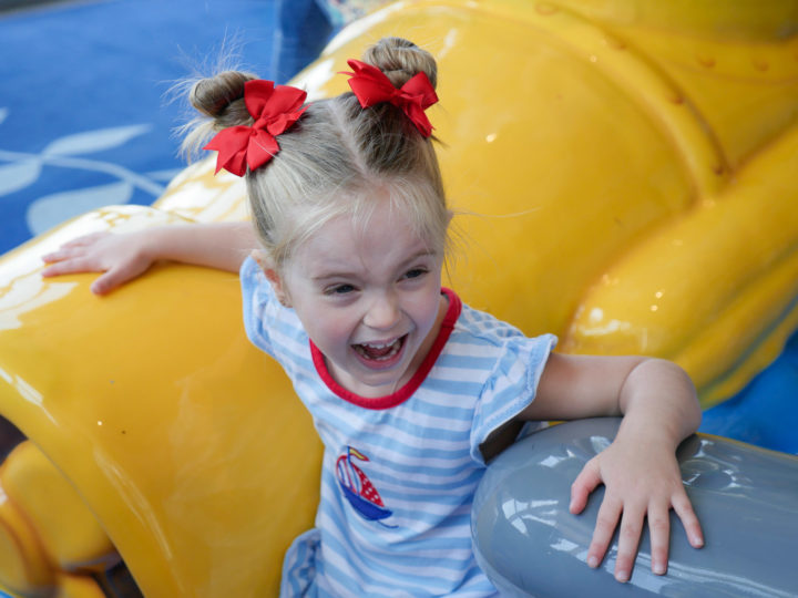 Eva Amurri Martino's daughter Marlowe screams with excitement in Charleston