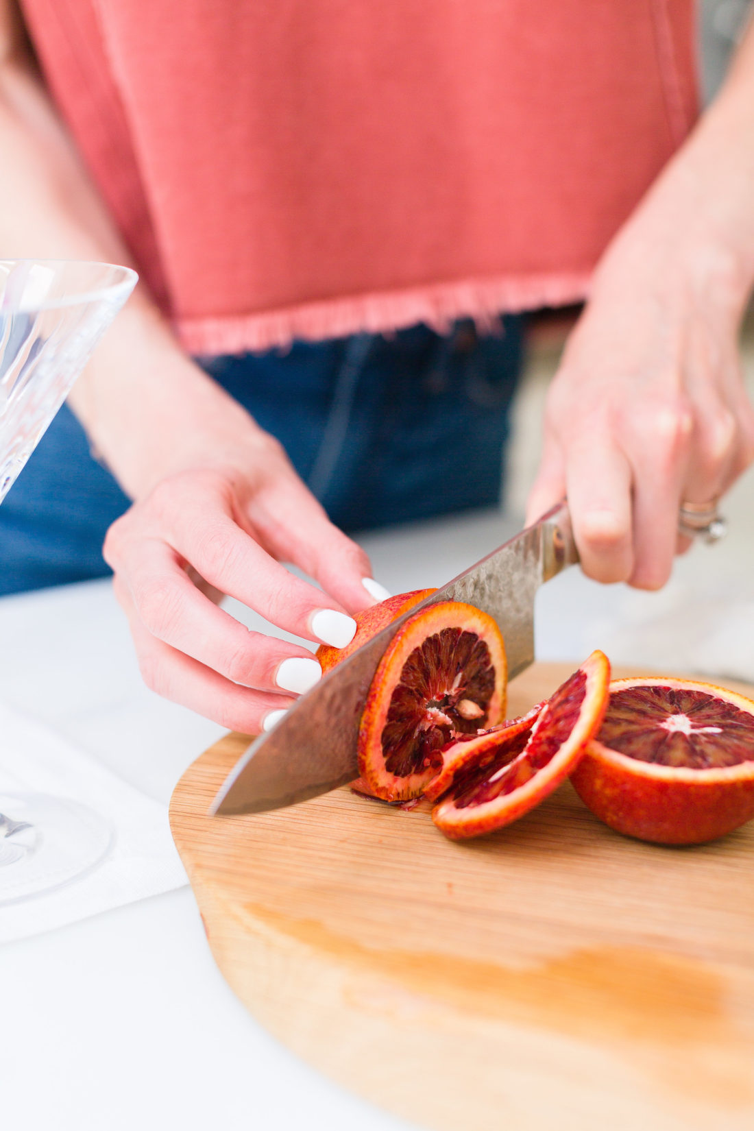 Eva Amurri Martino slices blood oranges