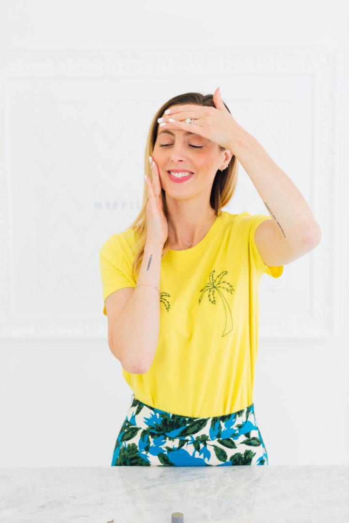 Eva Amurri Martino puts Dermalogica Phyto Replenish Oil on her face