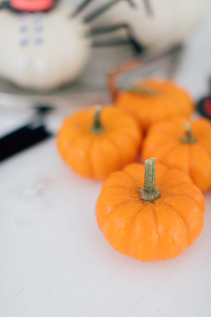 Eva Amurri Martino shares her DIY Pumpkin Spiders craft