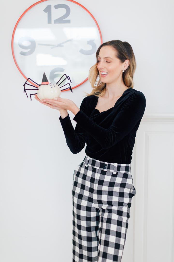 Eva Amurri Martino shares her DIY Pumpkin Spiders craft