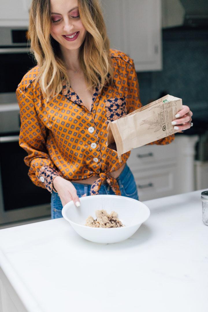 Eva Amurro Martino makes her DIY pumpkin spice latte body scrub