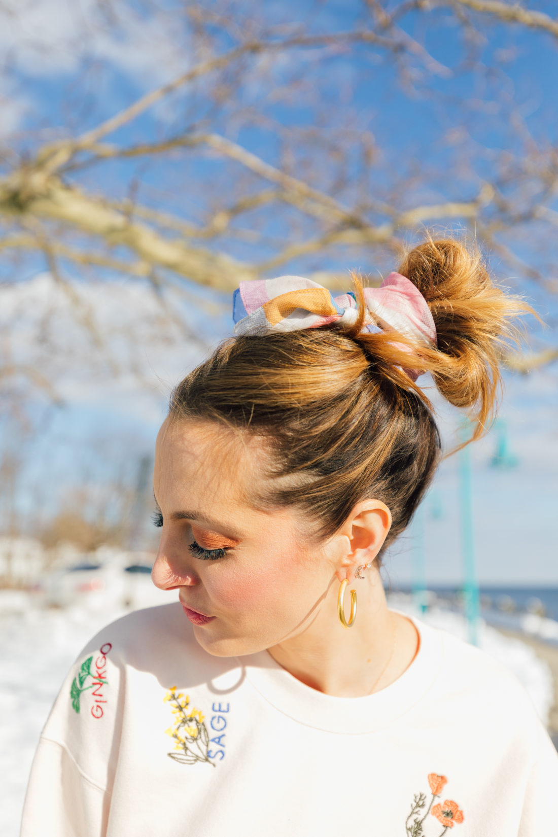 Eva Amurri Martino of Happily Eva After wears a kerchief bun in her hair