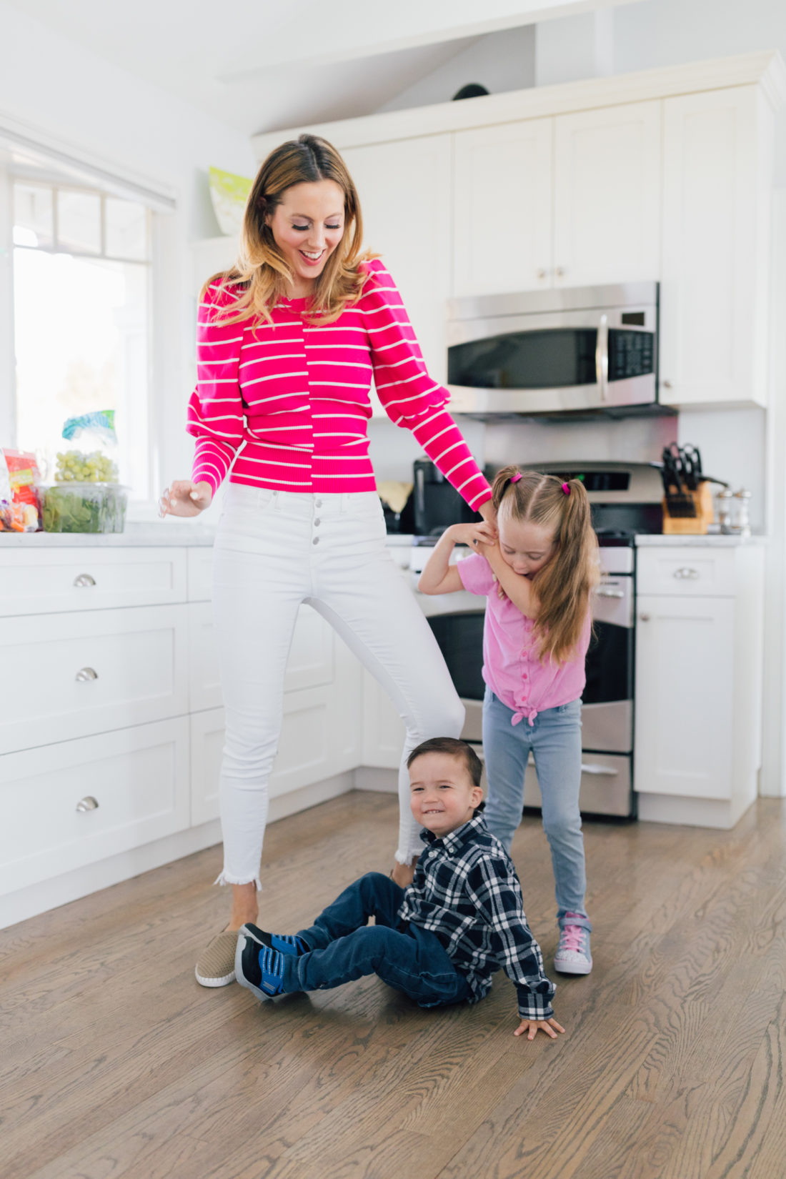 Eva Amurri Martino of Happily Eva After wears Sketchers wears Sepulvada Blvd a la Mode Slip-On in the kitchen with her kids Marlowe and Major