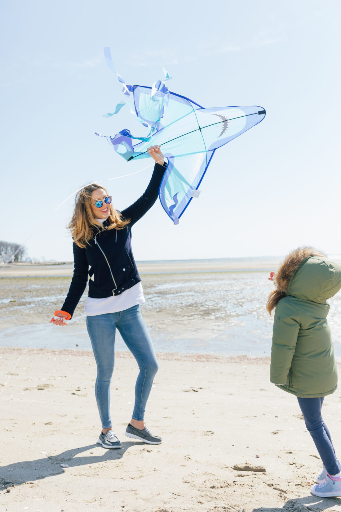 Eva Amurri Martino of Happily Eva After wears Sketchers GoWalk Lite Isla Boat Shoe while flying a kite on the beach