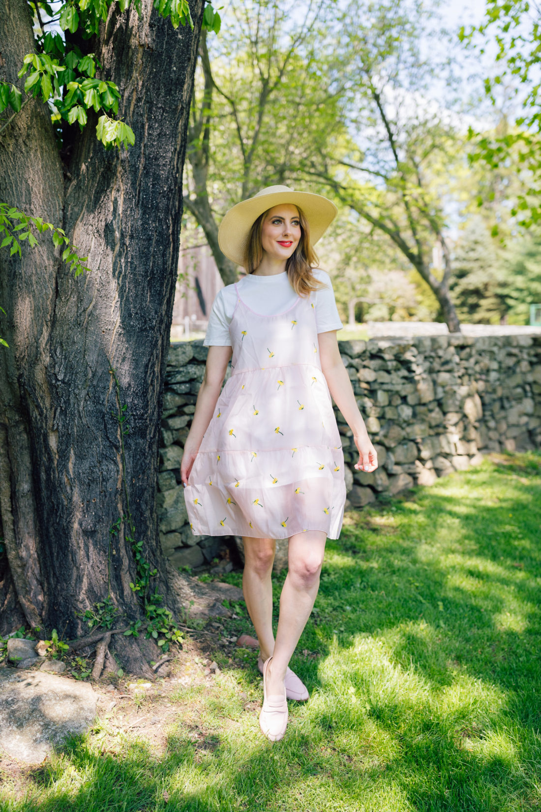 Eva Amurri Martino of Happily Eva After wears a chic t-shirt dress and sunhat