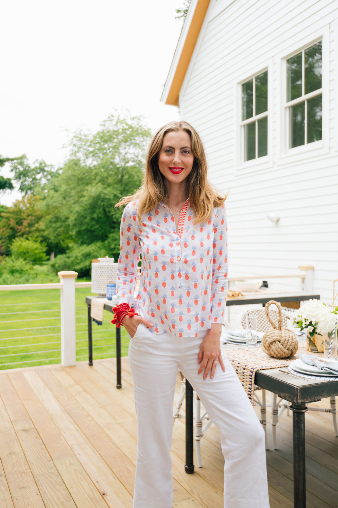 Eva Amurri Martino shows you how to throw a clambake (and hold a lobster)