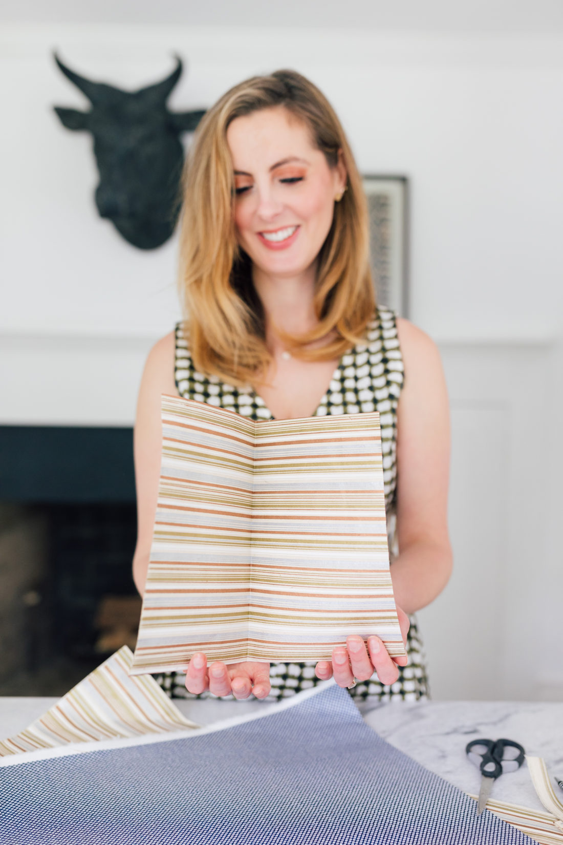 Eva Amurri Martino opens up one of her DIY shirt and tie cards