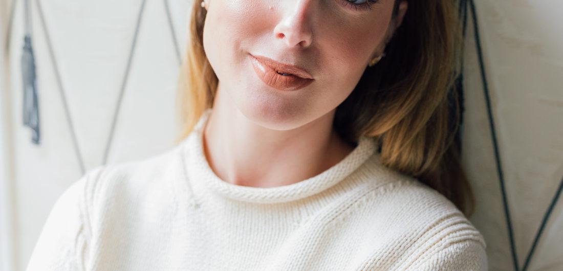 Eva Amurri Martino in bronzed glowy makeup