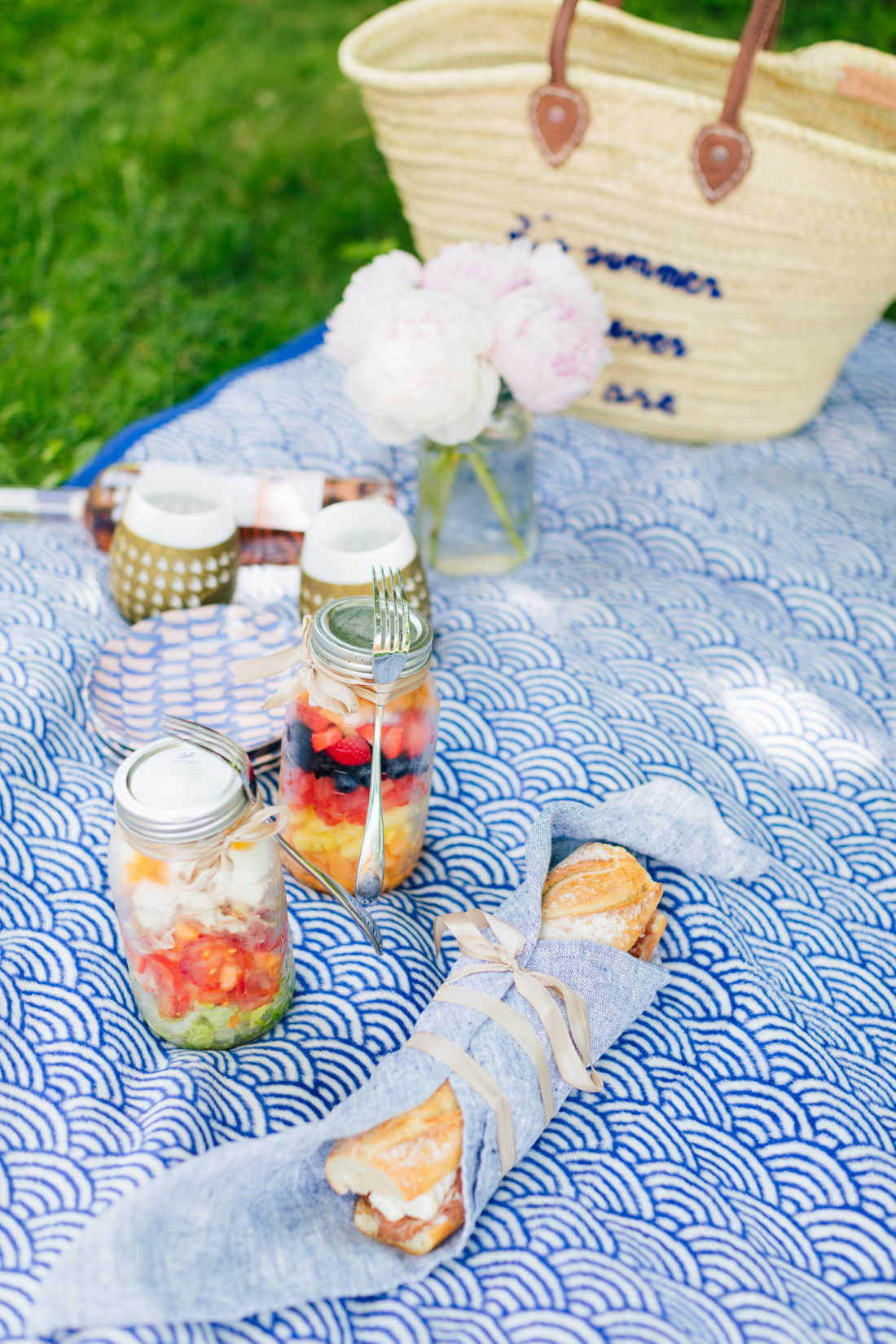 Eva Amurri Martino packs a picnic