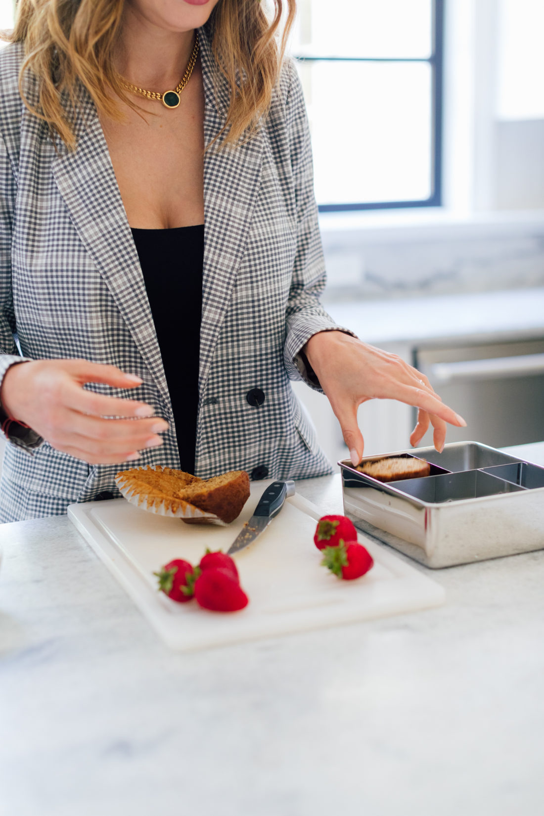 Eva Amurri Martino chops up strawberries for an easy lunch box idea