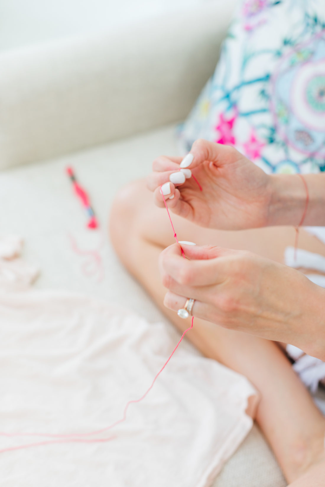 Eva Amurri Martino knotting pink thread for her embroidered tee DIY