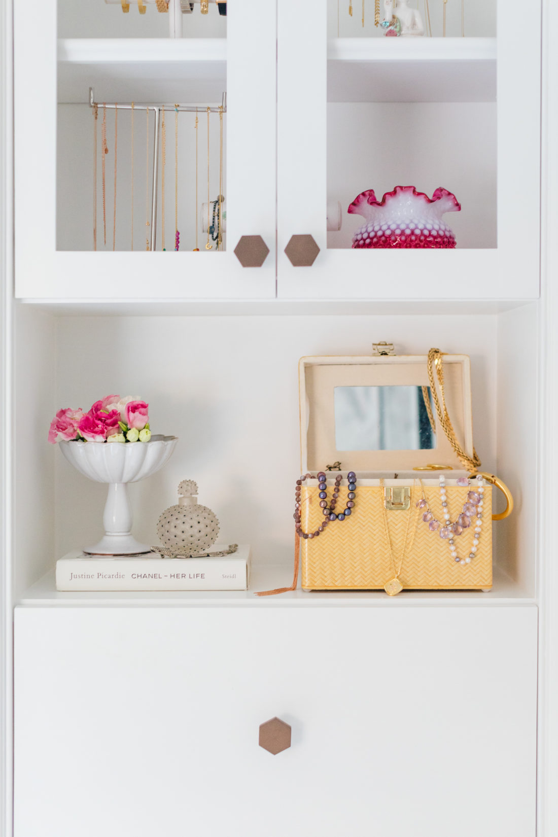 Details on the bookcase in in Eva Amurri Martino Master Bathroom