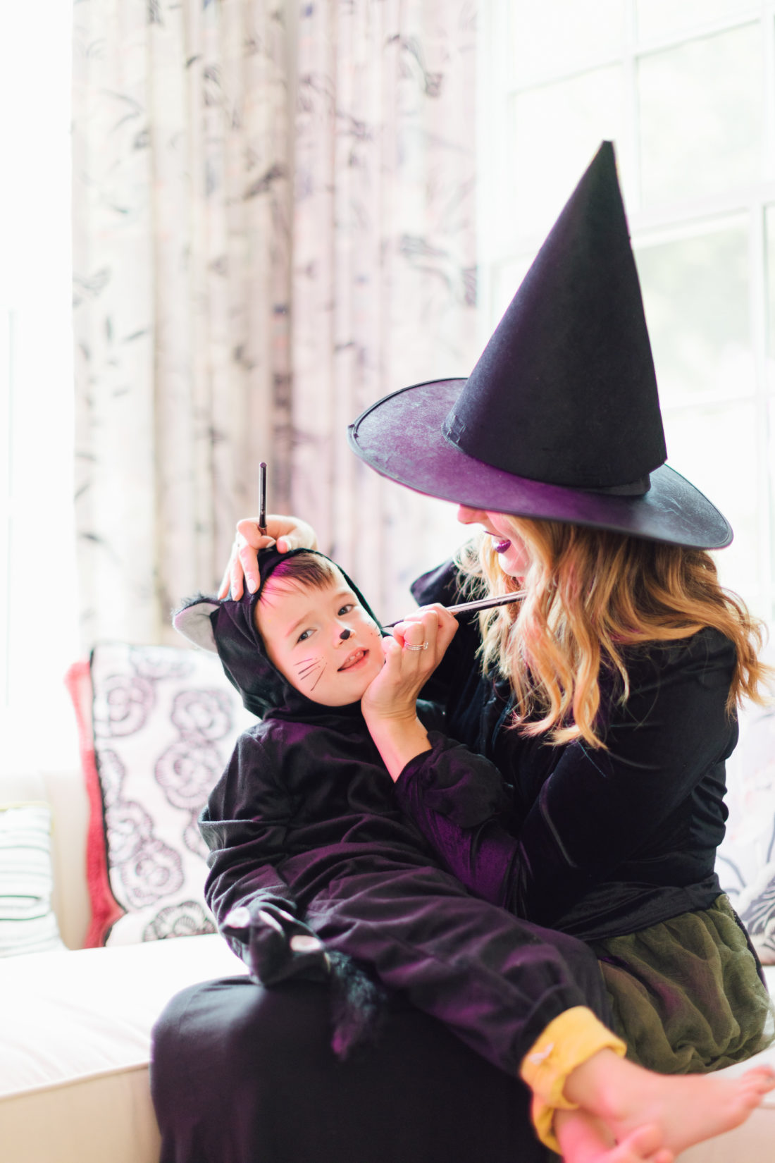 Eva Amurri Martino paints son Major's face for Halloween
