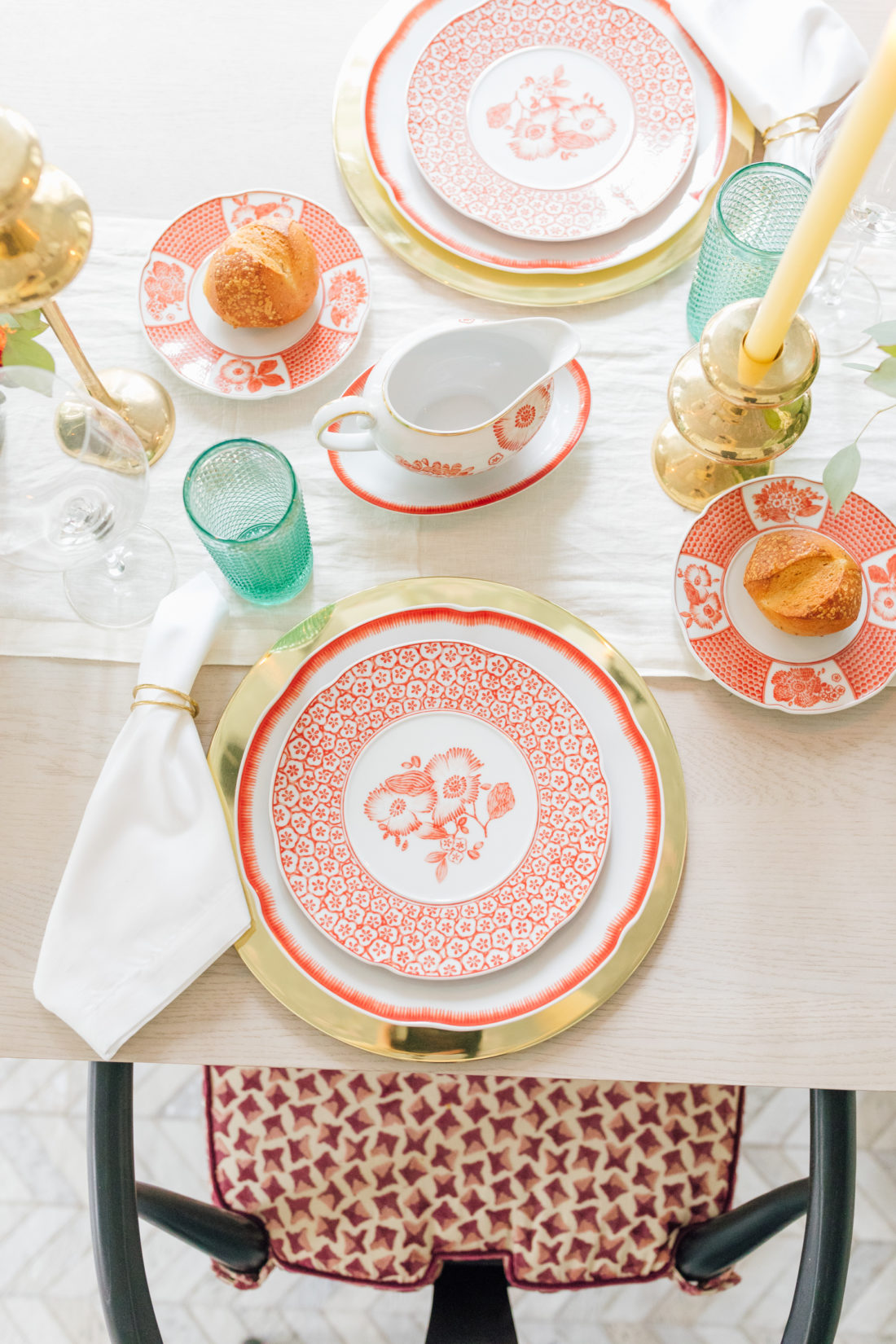 A closeup of the gorgeous Oscar de la Renta Coralina China that Eva Amurri Martino chose for her 2019 Thanksgiving Decor