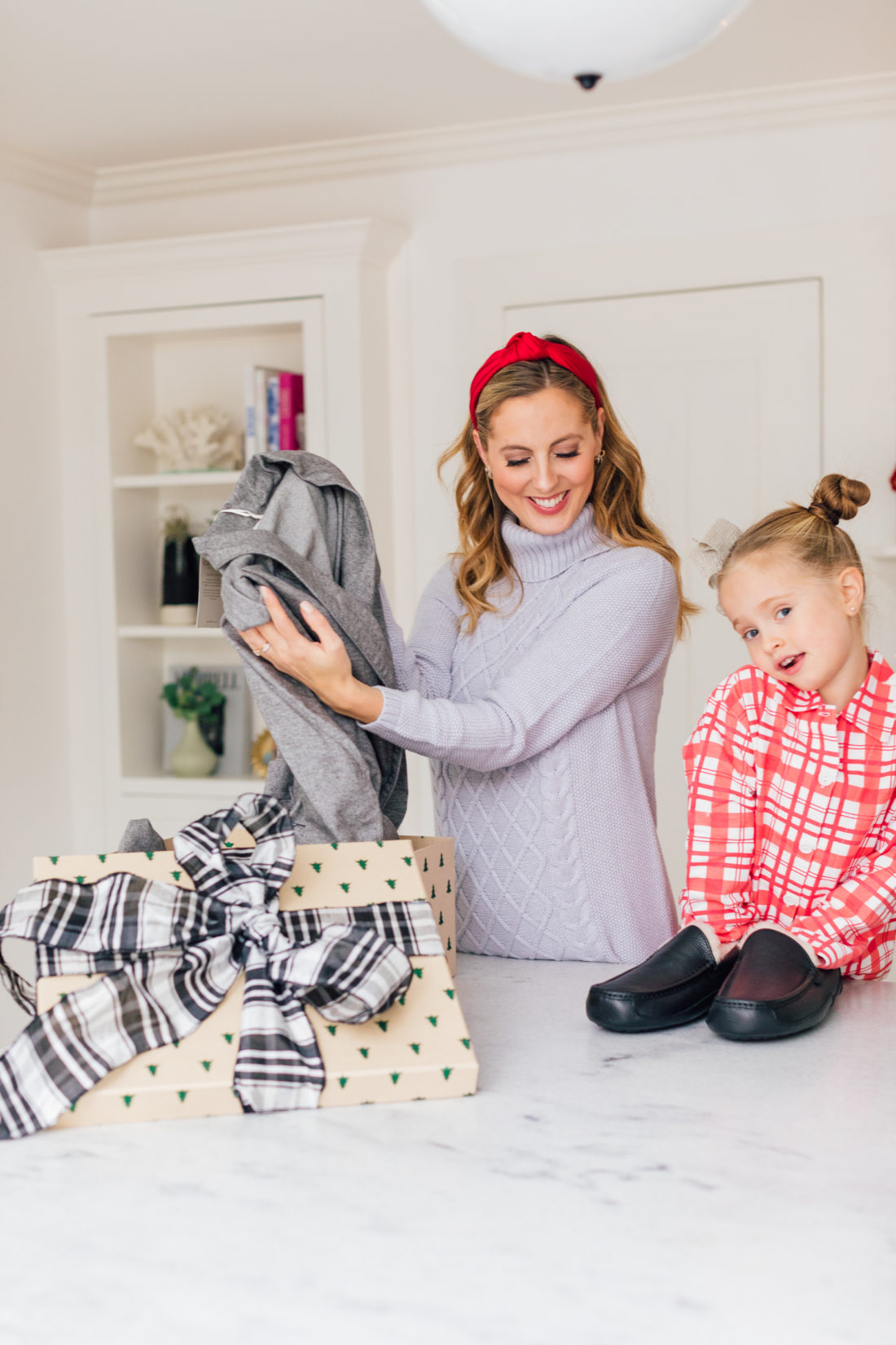 Eva Amurri Martino kisses daughter Marlowe while they wrap Christmas presents