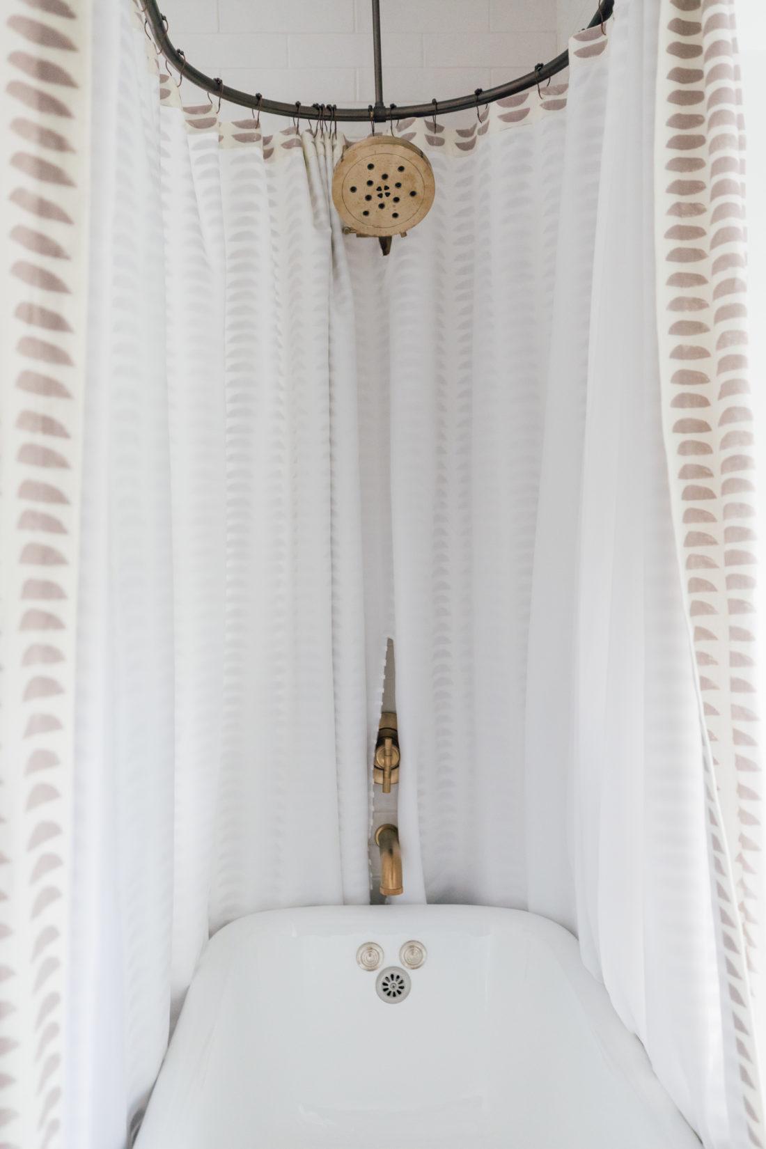 The bathtub inside Eva Amurri's newly finished Guest Suite