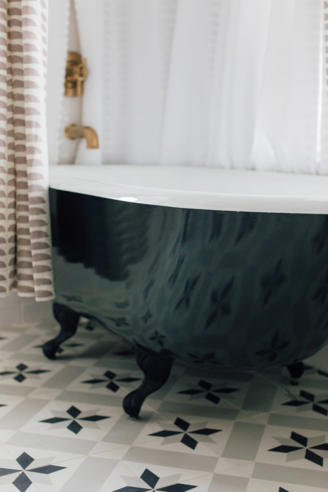 The bathtub inside Eva Amurri's newly finished Guest Suite