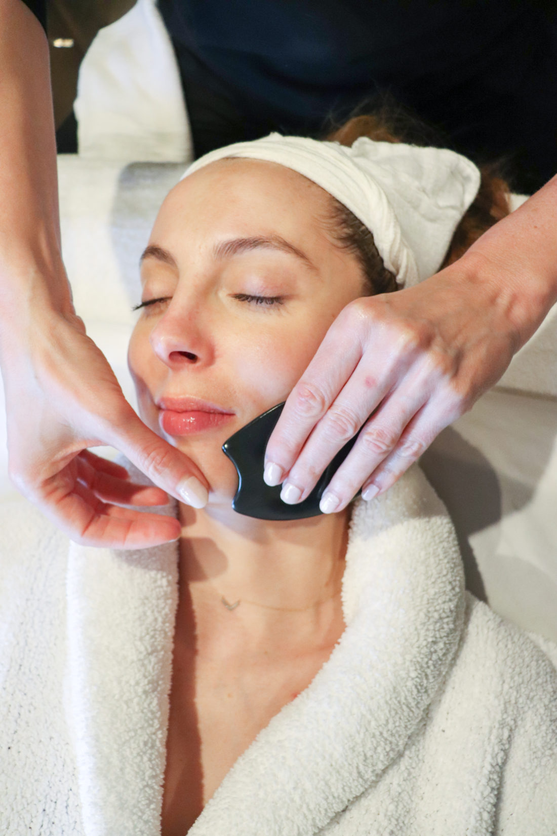 Blogger Eva Amurri getting a face treatment