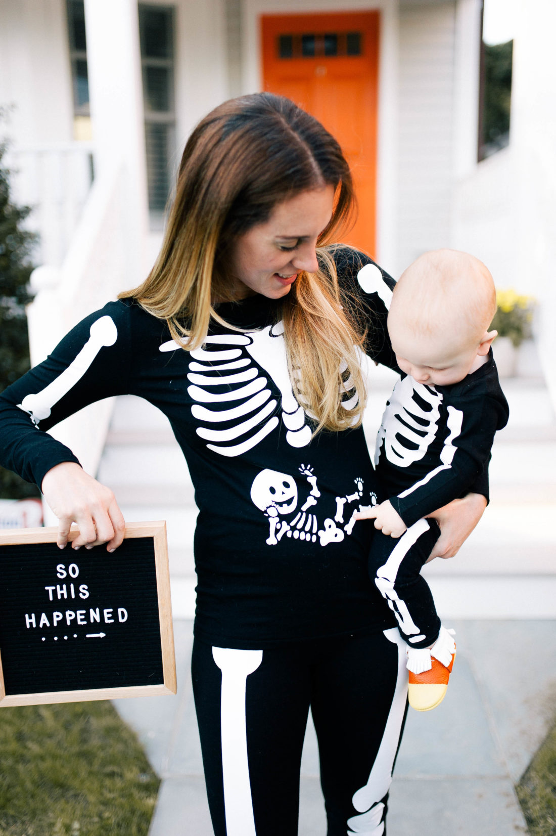 """Blogger Liz Ariola """"Mrs. Nipple"""" announces her 2nd pregnancy with skeleton halloween costumes"""