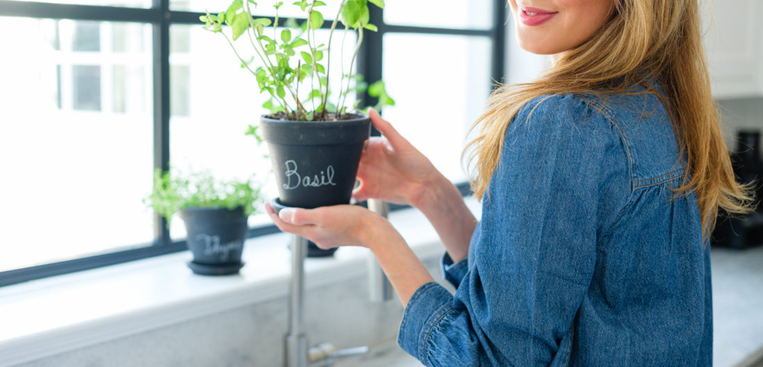 How to make a DIY Chalkboard Herb Planter